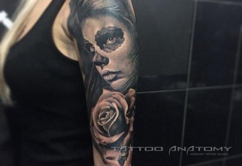 Тату женское девушка и роза рукав в стиле black & gray