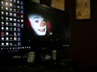 Монитор клоун на заставке