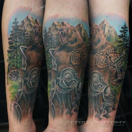 Мужское цветное тату Медведь на руке