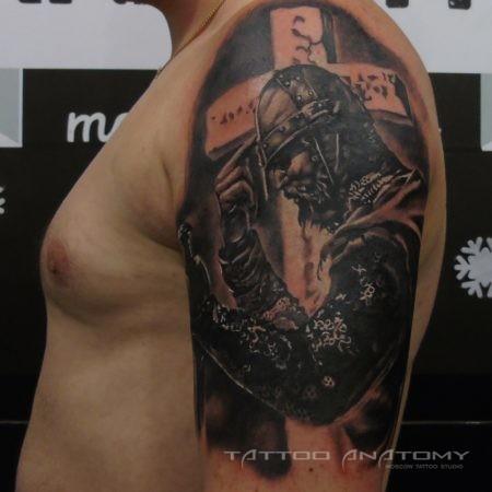 Мужское тату в стиле Реализм Воин на плече
