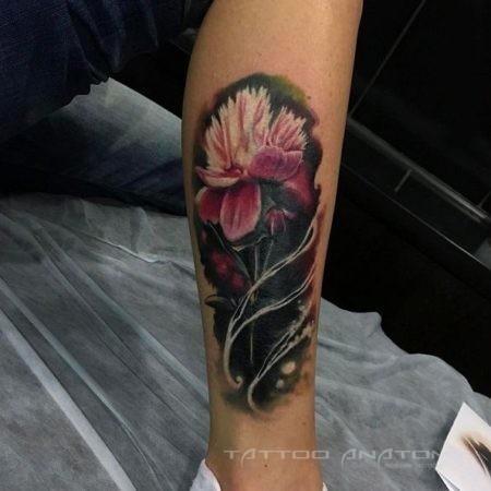 Фото на голени девушки - цветок в стиле реализм