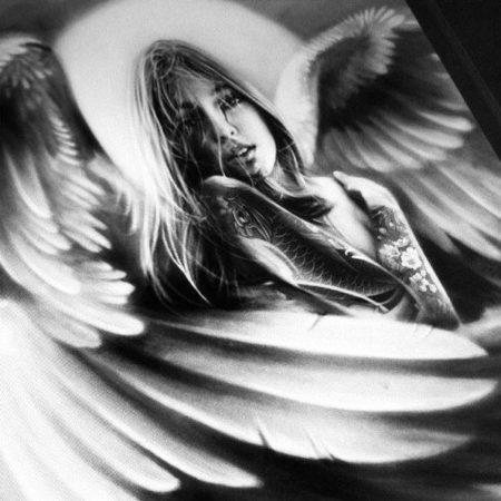 эскиз тату стиля Black gray девушка с крыльями
