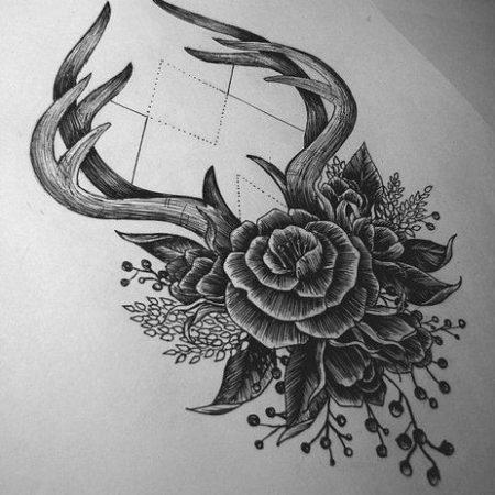 эскиз тату стиля Black gray цветок и рога