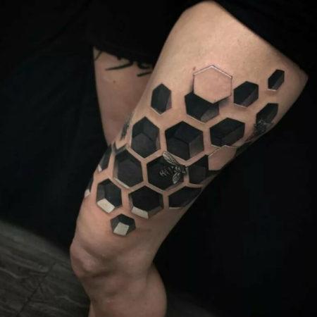 Женское объёмное тату в стиле 3D на ноге