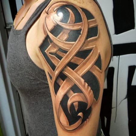 Мужское объёмное тату в стиле 3D на плече