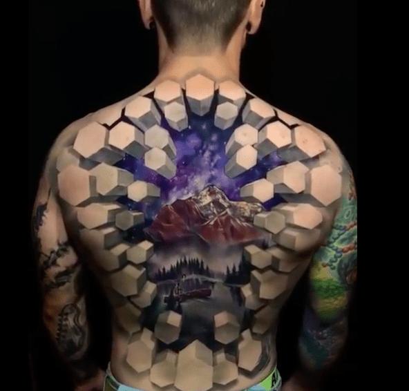 Мужское объёмное тату в стиле 3D на спине пейзаж