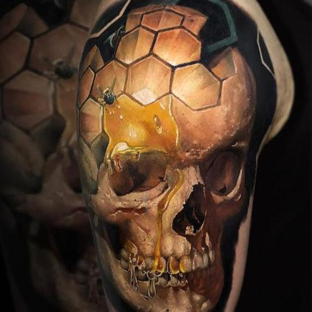 Мужское объёмное тату в стиле 3D череп на плече