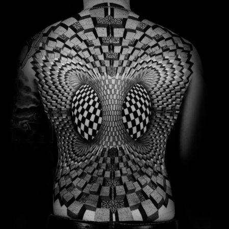 Мужское объёмное тату в стиле 3D на спине иллюзия