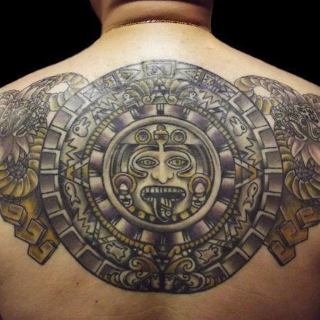 Мужское тату в стиле майя на спине