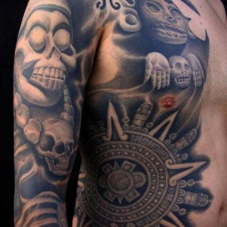Мужское тату в стиле майя на боку рукав