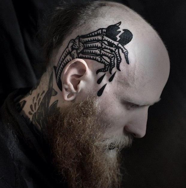 Мужские тату на голове пальцы скелета разбитое сердце