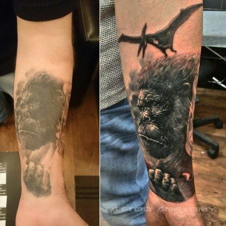 Реставрация тату мужское Горилла на руке