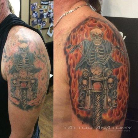 Тату мужское байкер и черепа в стиле стимпанк