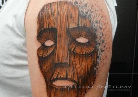 Мужское тату деревянная маска