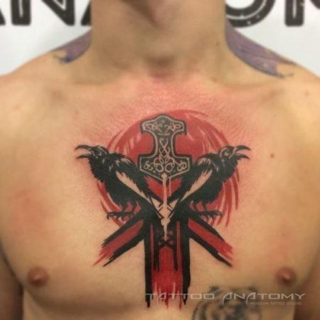 Мужское тату в стиле треш полька на груди крест