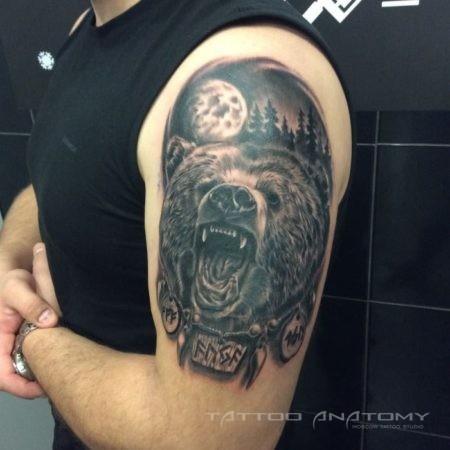 Мужское тату медведь в стиле реализм на плече