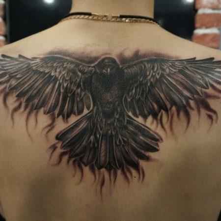Мужское тату на спине в стиле реализм орел на спине