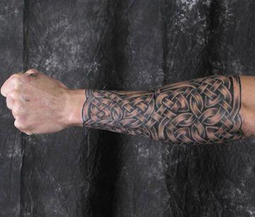 Мужское тату в кельтском стиле на предплечье