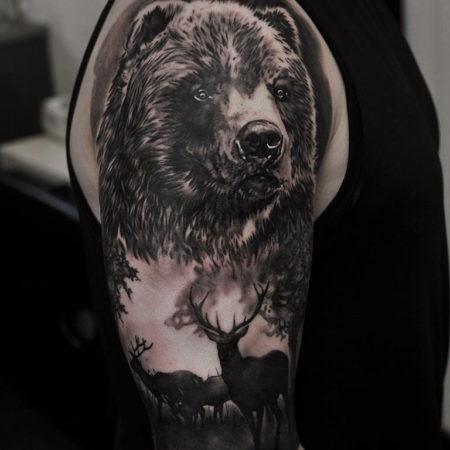 Мужское тату в стиле реализм медведь