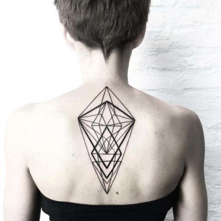 Женское тату в стиле геометрия на спине