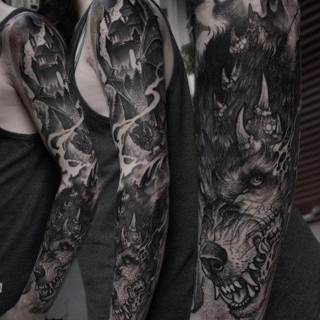 Мужское тату в стиле готика дракон на руке