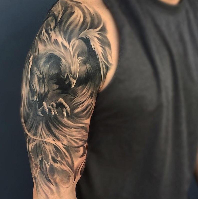 Мужское тату на плече птица в стиле Black&Gray