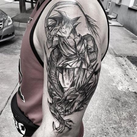 Мужское тату на плече в стиле скейтч