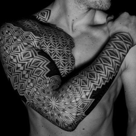 Мужское тату рукав в стиле орнамент