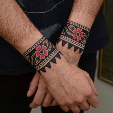 Мужское тату на запястье в стиле хохлома браслеты