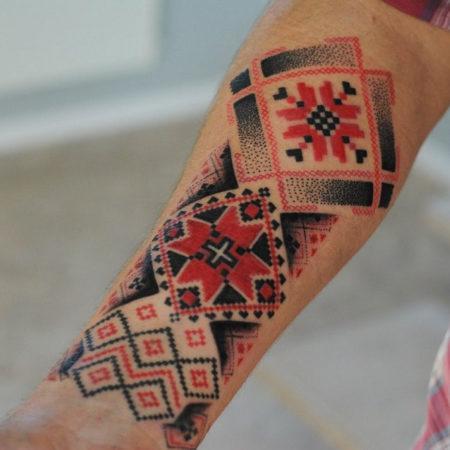 Мужское тату в славянском стиле орнамент на предплечье