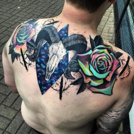 Мужское тату в стиле сюрреализм на спине