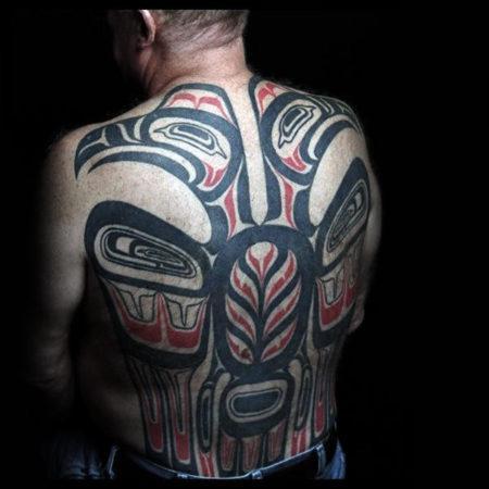Мужское тату в стиле хайда на спине
