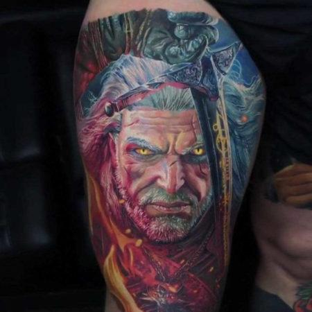 Мужское тату в стиле фентези на ноге лицо