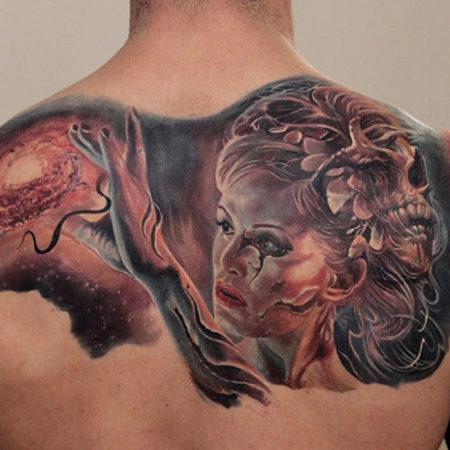 Мужское тату в стиле фентези на лопатке девушка