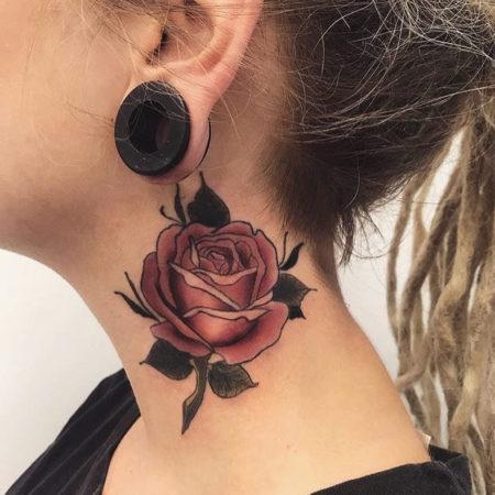 Женское тату на шее роза