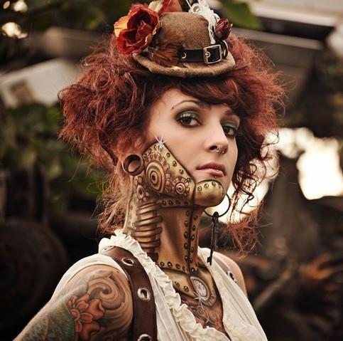 Женское тату в стиле стимпанк на шее