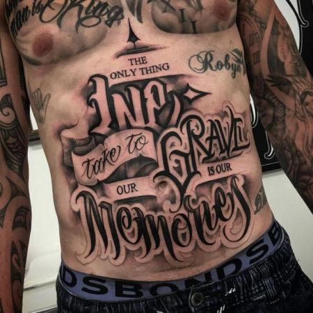 Мужское тату в стиле чикано на животе