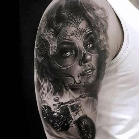 Мужское тату в стиле чикано на плече лицо девушки