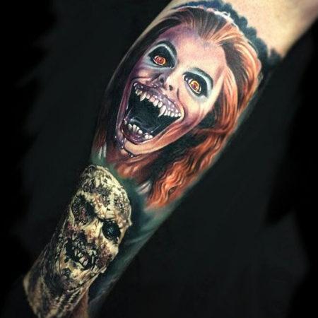 Мужское тату в стиле хоррор на ноге монстры