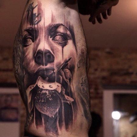 Мужское тату в стиле хоррор на боку
