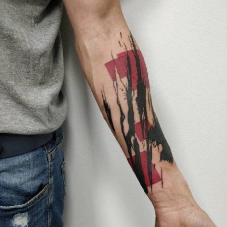 Мужское тату в стиле треш полька на предплечье