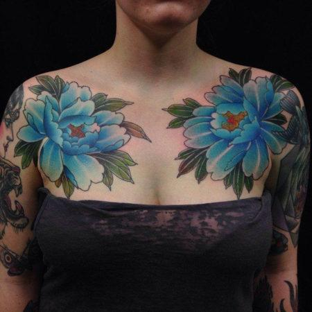 Женское тату в японском стиле на ключице