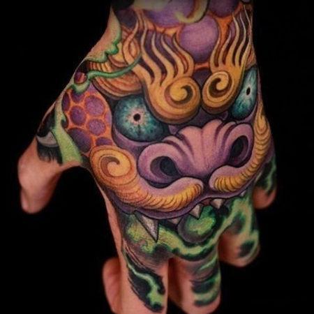 Мужское тату в японском стиле на кисти