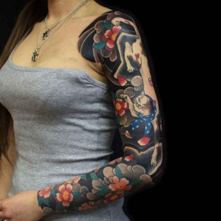 Женское тату в японском стиле рукав