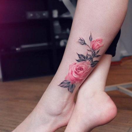 Женское тату на лодыжке объёмная роза