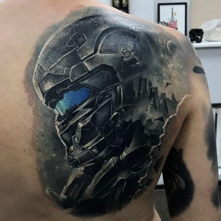 Мужское тату на лопатке в стиле 3D стимпанк