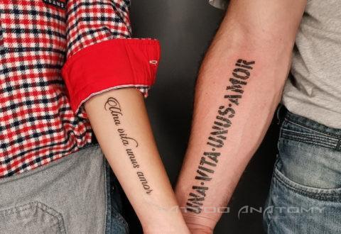 тату девушка и парень на руке парная тату надпись