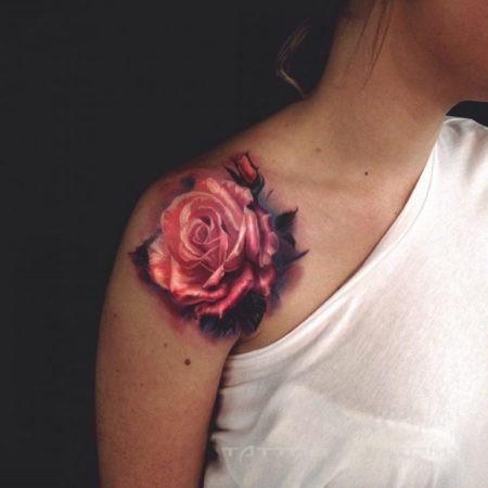 Женское тату на ключице в стиле 3D роза
