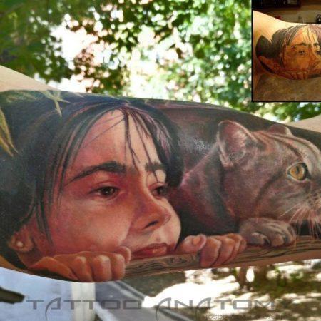 Тату цветное девушка с кошкой на руке