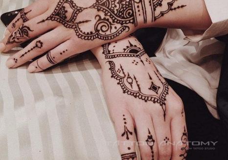 Мехенди на руках - фото